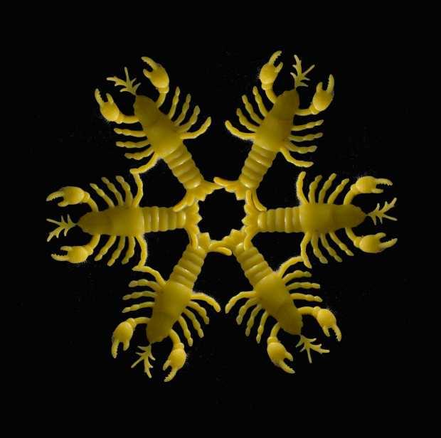 01 plastic lobster snowflake web